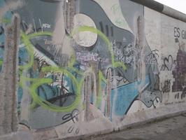 Nicht überall sind die Mauerreste so ansprechend bemalt. (Foto: Julia Radgen)